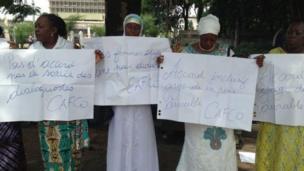 Des femmes congolaises manifestent pour pousser l'opposition et le pouvoir à trouver un accord sous l'égide du clergé