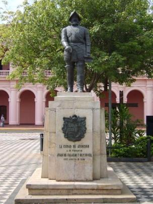 Estatua de Juan de Salazar y Espinoza.