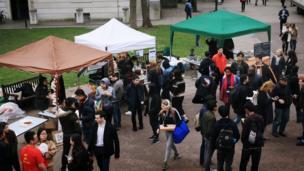 Theo ban tổ chức, gần 1.000 người đã đến dự.