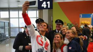 Tom Daley and others pose for selfie with British Airways flight crew