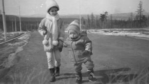 Фотография сделана в мае 1993 года в г. Нерюнгри (Якутия)