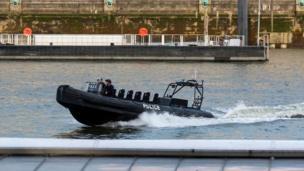 Un bote de la patrulla policial.
