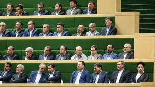"""بسیاری مراسم تحلیف دور دوم ریاست جمهوری آقای روحانی را """"مفصل و بیسابقه"""" خواندهاند"""