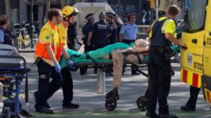 پس از برخورد یک خودروی ون به جمعیت در مرکز بارسلون حداقل سیزده نفر کشته شدند