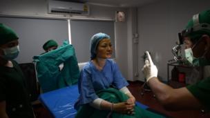 แพทย์ประเมินอาการ หลังเสร็จสิ้นกระบวนการผ่าตัด