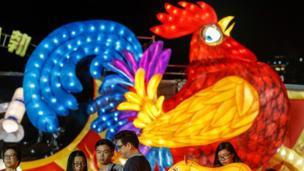 """新加坡华人人口占该国总人口近3/4,因此鸡年庆祝""""年味十足"""""""