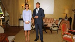 Catherine, nữ Công tước xứ Cambridge, vợ của Hoàng tử Anh William, gặp Nhà vua Hà Lan Willem Alexander