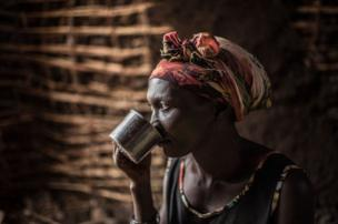 نقل المياه إلى مخيمات اللاجئين في أوغندا