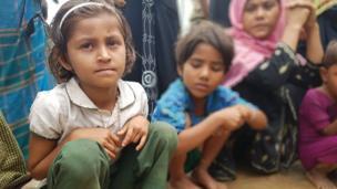 Bu kız çocuğu da annesiyle birlikte kaçmak zorunda kaldı.