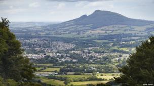 Y Fenni o fynydd y Blorens // View of Abergavenny from the Blorenge mountain