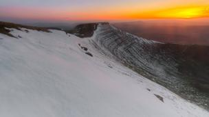 Here is a nice capture of yesterday's sunset in Brecon Beacons picture taken from pen y fan, looking towards Corn Du