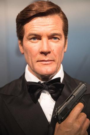 Roger Moore, décédé le mardi 23 mai, a interprété le rôle de James Bond sept fois, un record dans la saga.