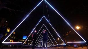 """العمل الفني """"الموجة"""" يعرض في منطقة ساوث بانك في لندن"""