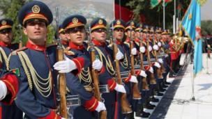 د پخواني ولسمشر حامد رکزي د واکمنۍ پرمهال، دولت هر کال کابل کې د ازادۍ ورځې په پار کابل کې ځانګړي پوځي مراسم جوړول