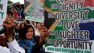 Manifestations anti-Zuma à Cape Town, à l'extérieur du Parlement après le limogeage du ministre des Finances.