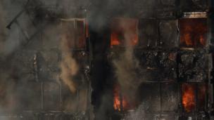 อาคารเกรนเฟลล์ ทาวเวอร์ ขณะเกิดเพลิงไหม้