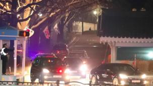 韓國被罷免的總統樸瑾惠周日(3月12日)離開總統府青瓦台。