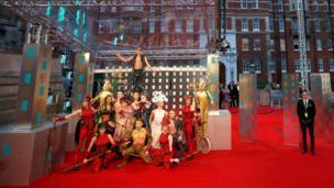 артисти з Cirque de Soleil