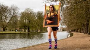 Runner dressed as Mona Lisa