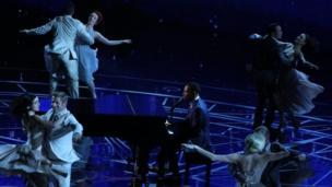 "John Legen interpreta ""City of stars"""
