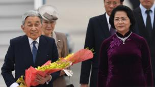 Japan's Emperor Akihito (L) and Empress Michiko (2nd L) are greeted by Vietnamese Vice president Dang Thi Ngoc Thinh (2nd R) and other Vietnamese officials upon their arrival at Hanoi's International airport Noi Bai on February 28, 2017