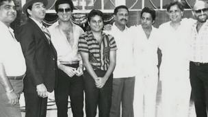 राज बब्बर, धर्मेंद्र, बॉब क्रिस्टो और अन्य कलाकारों के साथ शशि कपूर
