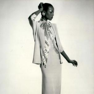 """الصورة عام 1979 خلال عرض """"أحدث صيحات الموضة"""" لموسم الربيع"""