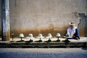 بائع قبعات