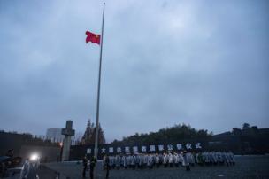 侵華日軍南京大屠殺遇難同胞紀念館舉行升國旗和降半旗儀式(中新社圖片13/12/2016)