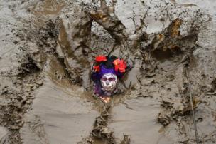 泥浆里的脸
