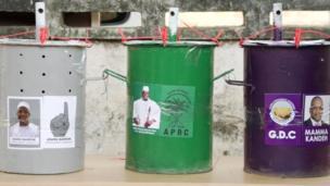 Les gambiens étaient appelés aux urnes jeudi 1er décembre pour élire leur prochain président. Trois candidats étaient en lice, dont le chef de l'Etat sortant, Yahya Jammeh, Adama Barrow, candidat désigné par l'opposition et Mama Kandeh du GDC