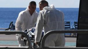 Forenses luego del ataque de Niza