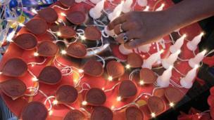 દીવડાના સ્વરૂપમાં તૈયાર કરવામાં આવેલી એલઇડી લાઇટની રોશની