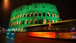 Колізей в Римі також засяяв зеленим кольором.