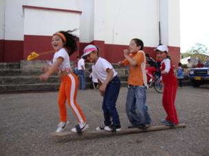 Niños jugando en San Vicente Ferrer, en el oriente antioqueño, Colombia.