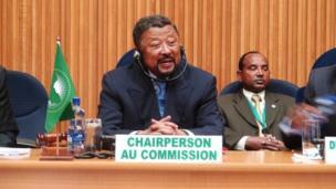 Le ministre gabonais des Affaires étrangères Jean Ping succède en 2008 à l'ancien président malien à la tête de la commission de l'Union africaine de 2008 à 2012.