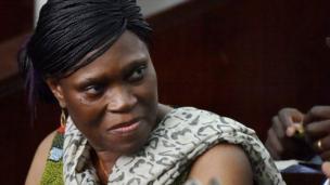 L'ex-première dame de la Côte d'Ivoire acquittée mais pas libérée. Simone Gbagbo purge déjà une peine pour atteinte à la sureté de l'Etat.