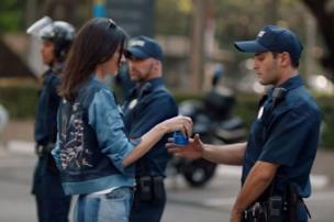 Pepsi retire sa publicité avec Kendall Jenner, la sœur de Kim Kardashian.