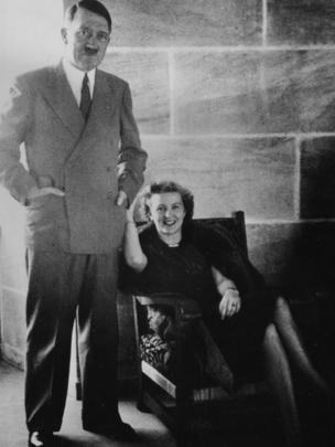 Фотоснимок Гитлера и Евы Браун, относящийся приблизительно к 1940 году и найденный среди ее личных вещей