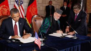 باراک اوباما، رئیس جمهوری آمریکا که در سفری از پیش اعلام نشده وارد کابل شده، با حامد کرزی، رئیس جمهوری افغانستان دیدار کرد و دو طرف توافقنامه هایی را امضا کردند.