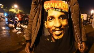 En France, un député socialiste demande la levée du secret-défense dans l'affaire de l'assassinat de l'ancien président Burkinabè Thomas Sankara, il y a 30 ans.