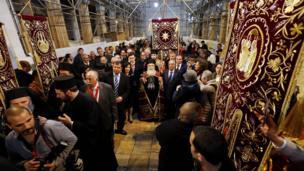 Грецький православний патріарх Єрусалима Теофіл ІІІ прибуває до Церкви Різдва