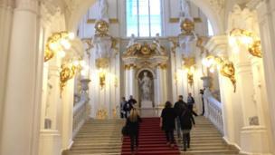 Sankt Peterburgdagi Ermitaj muzeyi ilk bor 1764 yil Buyuk Yekaterina tomonidan tashkil etilgan.