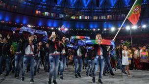 Abavuye muri Portugal bambaye jeans, bahisemo kwambara ibisanzwe mu birori.