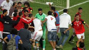 لاعبو المنتخب المصري يحتفلون بالفوز على الكونغو في الوقت بدل الضائع والتأهل لمونديال روسيا 2018