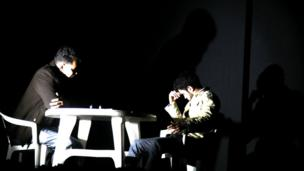 صحنه هایی از نمایش تئاتر من روانی نیستم در هراتصحنه هایی از نمایش تئاتر من روانی نیستم در هرات