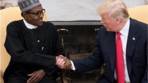 Shugaba Muhammadu Buhari da Donald Trump na gaisawa