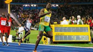 ஆடவர் 100 மீட்டர் ஓட்டப்போட்டியில் வரலாற்று பதிவு படைத்த உசைன் போல்ட்