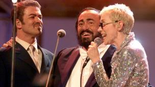 Italian tenor Luciano Pavarotti (C) performs with George Michael and Annie Lennox during the Pavarotti Friends concert in Modena June 6, 2000
