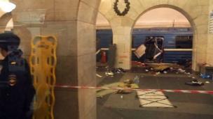 செயிண்ட் பீட்டர்ஸ்பெர்க் மெட்ரோ ரயில் நிலையத்தில் நடைபெற்ற தாக்குதலில் 11 பேர் பலியாகியுள்ளனர்